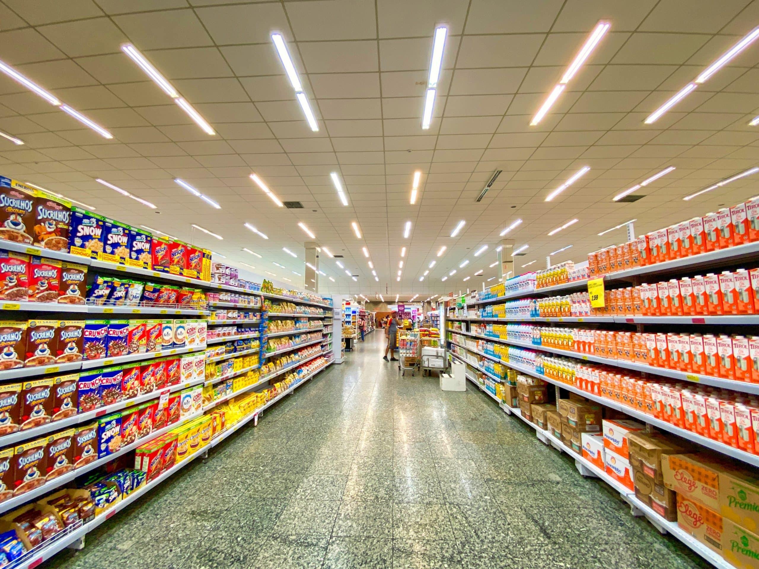 Ceci représente une photo d'un supermarché